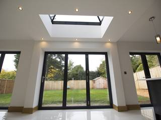 Centor Bi-folds and roof light flooding the open plan kitchen with light.