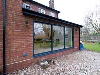 Aluminium window installation