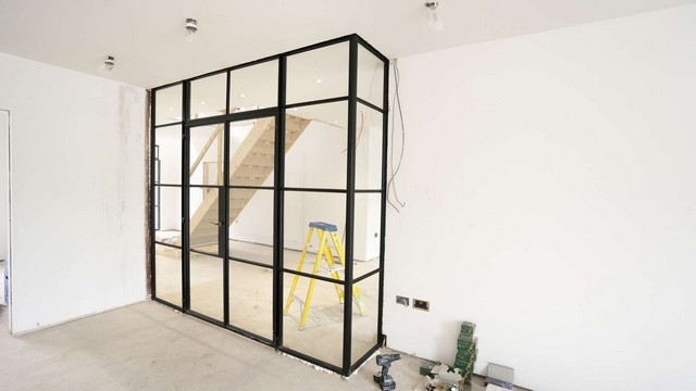 Internal L shaped Crittall screen allowing maximum light to flow.
