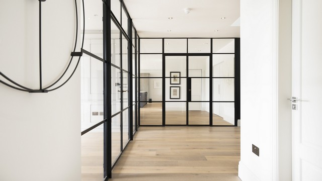 Another angle of the L shape Crittall screen dividing the hallway with the living rooms of this stunning home.