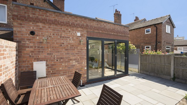 Another view of the corner glazing on this open plan extension adding lots of space to this family home.