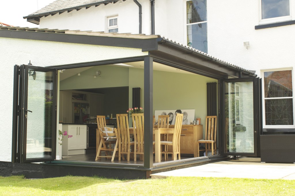HESWALL WIRRAL  Installation of Smart 4000 Aluminium Bi Fold doors - Double glazed - Matt : doors wirral - pezcame.com