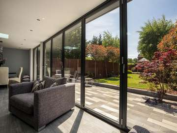 Dual sets of aluminium bifold doors creating the ultimate indoor / outdoor living space perfect for year round dining and entertaining.