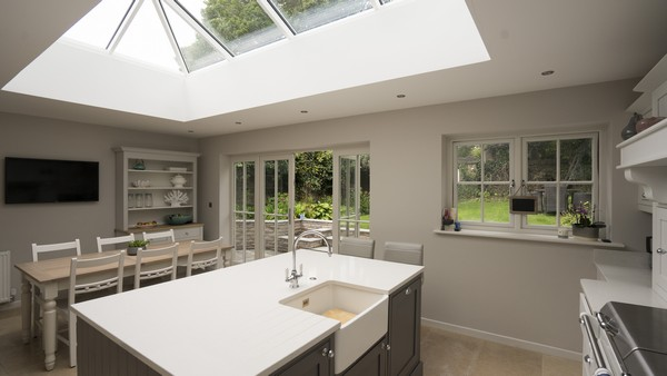 Alternative angle of this stunning space, superb light flow thanks to the aluminium roof lantern.