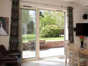 alpas Cheshire West : Installation of a 3 door - two sliding Allstyle Sliding Patio door in the open position