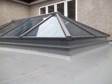HWL ROOF SYTEM - CURB DETAIL RAL 7012 aluminium skylight wirral or roof lantern in aluminium Wirral- Bespoke aluminium roof lantern light - West Kirby - CH481QX - Near Heswall - Near Chester - near Hoylake - Near Neston. Our Aluminium Powder coated roof lanterns can be found in any RAL colour in either 28mm argon filed double glazing or 44mm argon filed triple glazing. Our Aluminium Roof lanterns can be found on the Wirral in either West Kirby CH48, and Aluminium roof lanterns in Caldy CH48. Aluminium Roof lanterns can also be found in Liverpool in Formby, Crosby, Southport, Nearer to Manchester you can find our Aluminium Roof lanterns in Wilmslow, Alderly Edge and Nutsford. We have installed aluminium roof lanterns in Prestbury near Wilmslow. Aluminium Bi-fold doors have been largely demanded in Tarpoley.