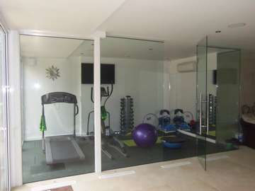 SALE, CHESHIRE : CLL All Glass glazing system. 12mm toughened glass. chrome fittings. self close hinges Cheshire aluminium windows with Manchester glass doors